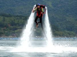 Jetpack – létání nad vodní hladinou