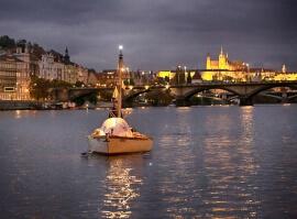 Projížďka po Vltavě s horkou lázní