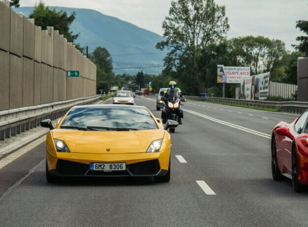 Lamborghini Gallardo LP560 vs. Ford Mustang GT 5.0