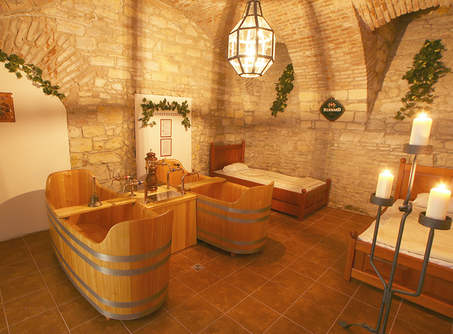 Pivní koupel s masáží pro dva -