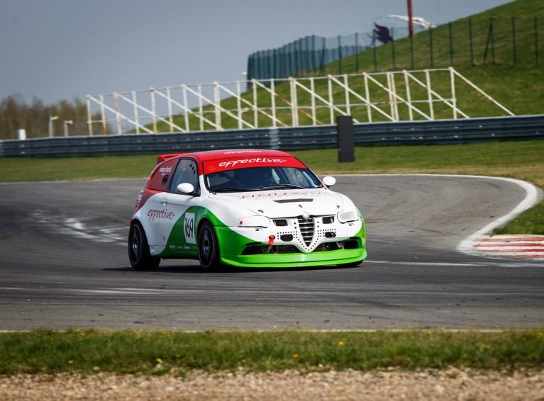 Alfa Romeo 147 GTA na okruhu