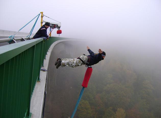 bungee jumping z nejvy ho mostu v r allegria firma na. Black Bedroom Furniture Sets. Home Design Ideas