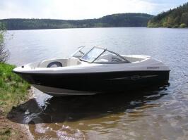 Jízda v motorovém člunu na Orlíku