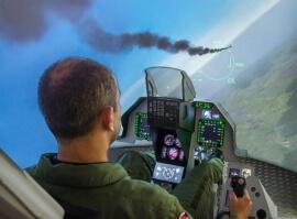Simulátor F16 s armádním pilotem - 30 min.
