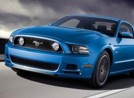 Ford Mustang GT5.0 – sprint na letišti