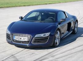Audi R8 V10 Plus - sprint na letišti