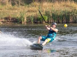 Wake boarding - vodní lyžování