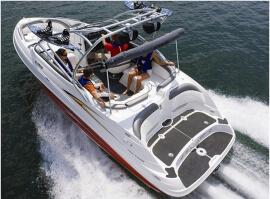 Jízda sportovní motorovou lodí